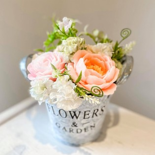 IN STOCK, Bucket with 3 soap flowers