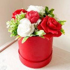 IN STOCK Round Box, S, 7 Soap Flowers, red