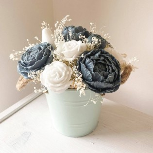 Bucket with 11 soap flowers, natural grass