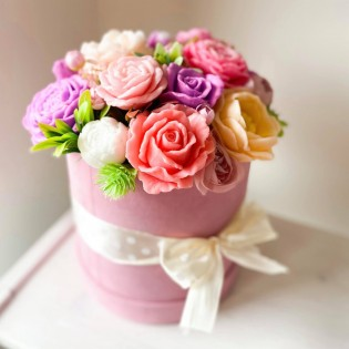 IN STOCK, Round box, 17 soap flowers