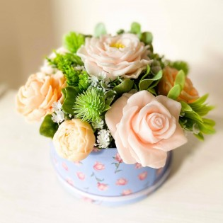IN STOCK, Round Box, S short, 7 Soap Flowers