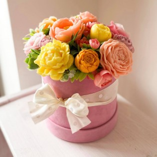 IN STOCK, Round Box, M, 11 soap flowers