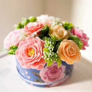 IN STOCK, Round Box, M, short, 11 soap flowers