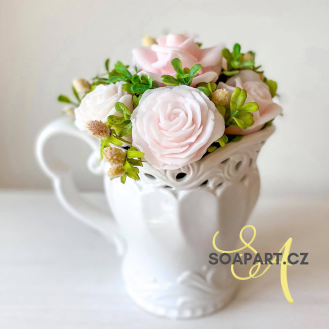 Bucket with 7 soap flowers