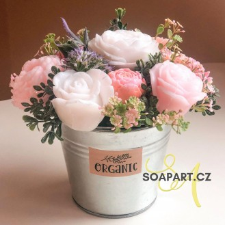 Bucket with 5 soap flowers