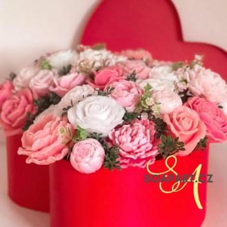 Heart box, 45 soap flowers