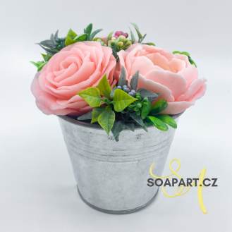 Bucket with 3 soap flowers