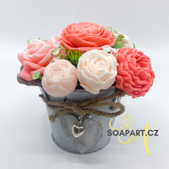 Bucket with 9 soap flowers