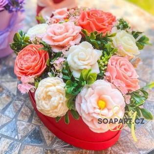 Heart box, 9 soap flowers