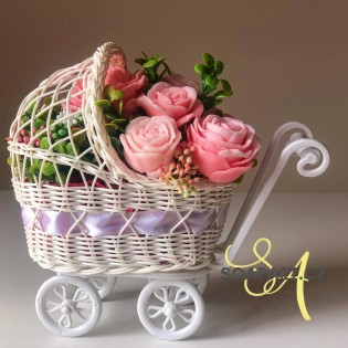 Stroller with 7 soap flowers