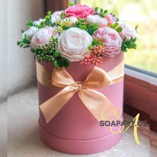 Heart box, 17 soap flowers